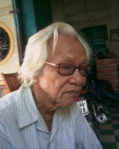 Nhà thơ Hoài Khanh (Ảnh chụp bởi Chu Ngạn Thư, 8.2009)